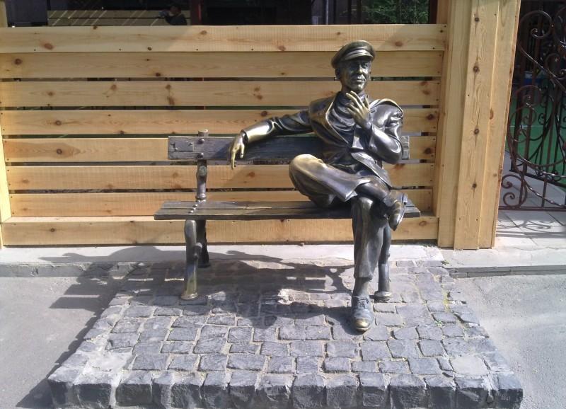 sculpture of Ostap Bender